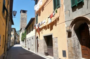 Stroll around charming Tuscan towns and villages